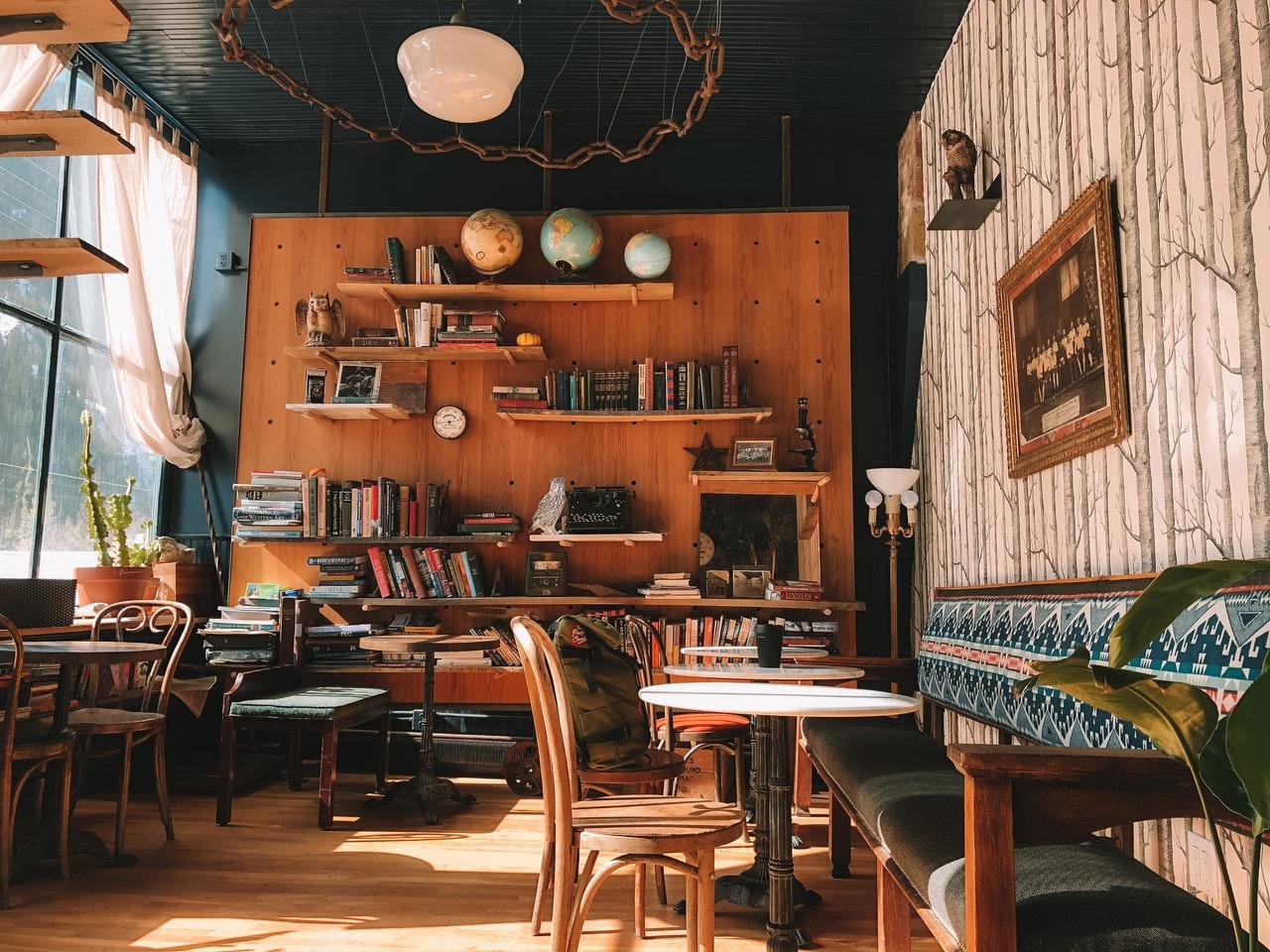 Top những mẫu kệ trang trí quán trà sữa thiết kế độc đáo